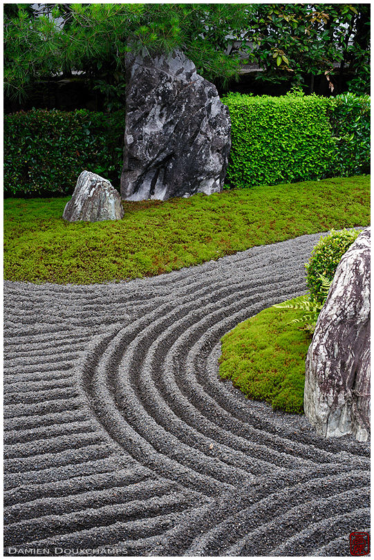 Rock garden with black sand, Taizo-in temple