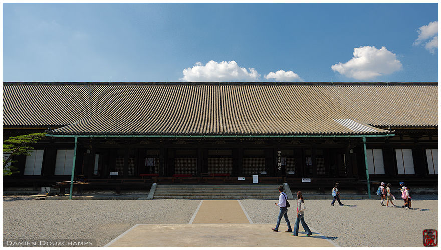 Sanjusangen-do temple main hall which contains 3000 Buddha statues