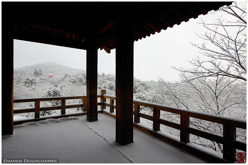 Terrace with view on snow-covered Kiyomizu temple, Kyoto, Japan