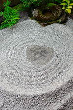 Heart-shaped stone in zen garden (Ryogen-in 龍源院)