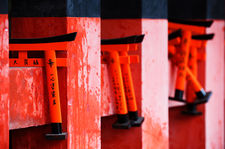 Small torii clinging to a fence (Fushimi Inari shrine 伏見稲荷大社)