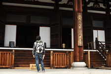 Tourist in front of Konkaikomyo-ji temple's main hall