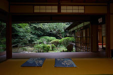 Choraku-ji temple and its small garden, in a remote corner of Gion