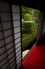 Trimmed bushes in zen garden, Unryu-in temple